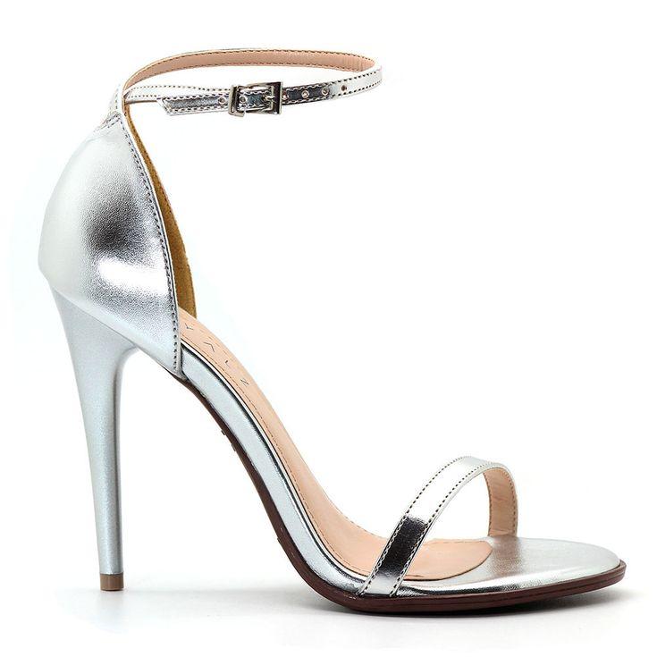 sandalia-royalz-metalizada-salto-alto-fino-tira-prateada