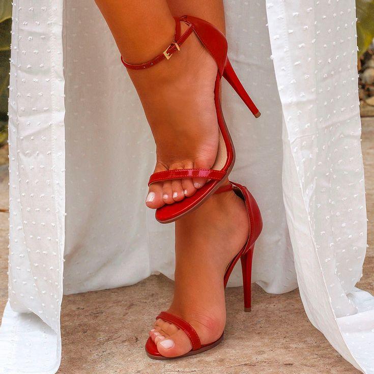 sandalia-royalz-verniz-salto-alto-fino-tira-vermelha-5