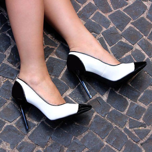scarpin-royalz-verniz-bico-salto-alto-fino-off-white-5