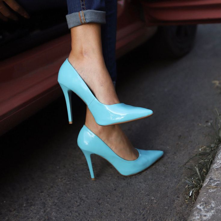 scarpin-royalz-verniz-salto-alto-fino-azul-bebe-4