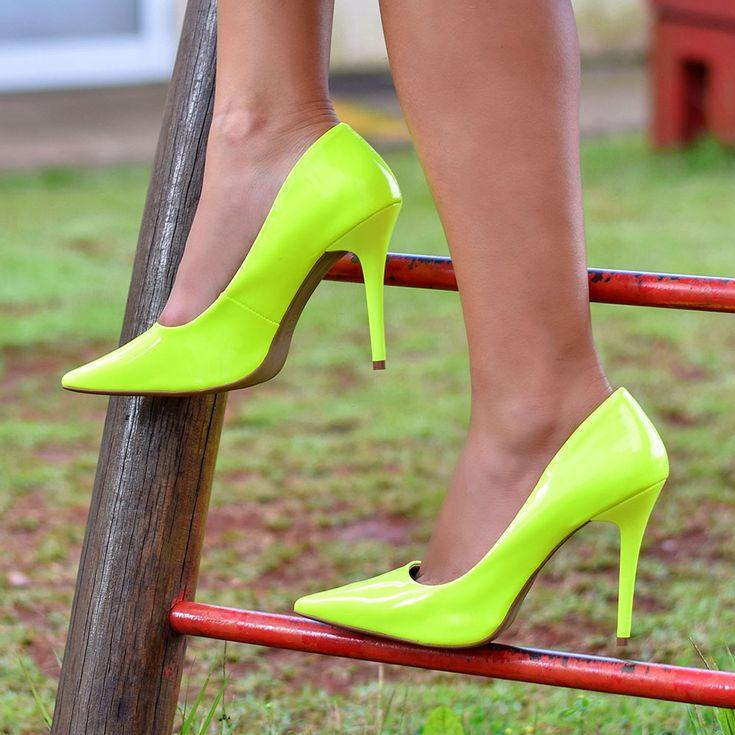 scarpin-royalz-verniz-neon-fluorescente-penelope-amarelo-4