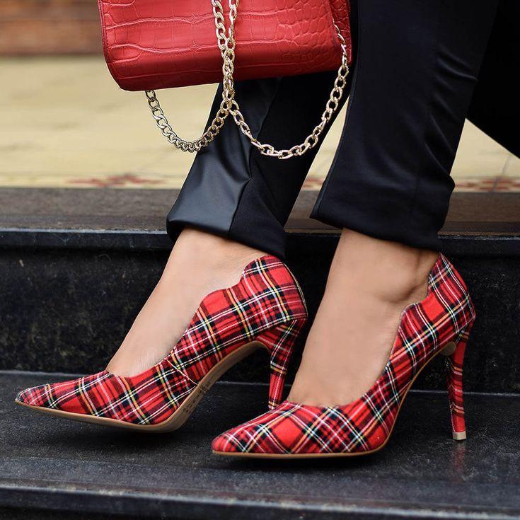 scarpin-royalz-curvas-salto-alto-fino-xadrez-vermelho-1