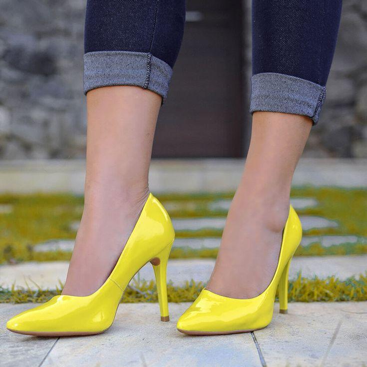 scarpin-royalz-verniz-salto-alto-fino-amarelo-1