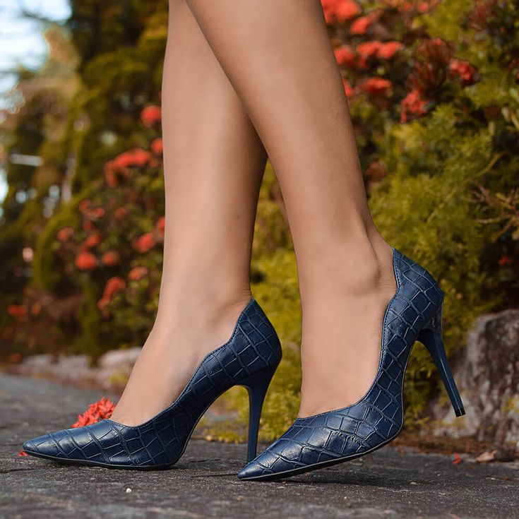 scarpin-royalz-croco-penelope-curvas-azul-marinho-1