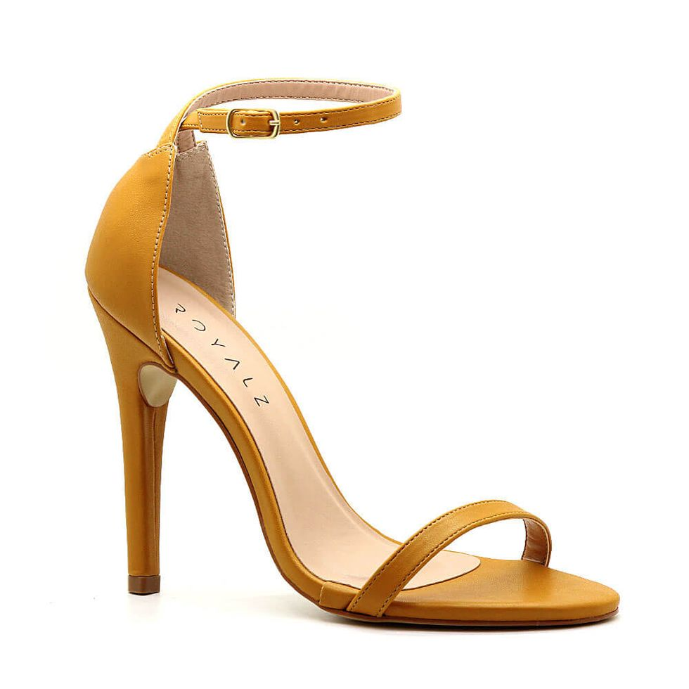 sandalia-royalz-lisa-paola-salto-alto-fino-tira-amarelo-mostarda-1