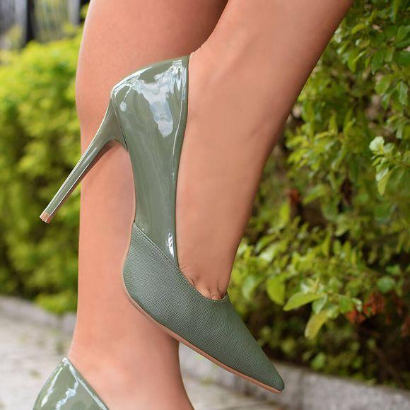 scarpin-royalz-verniz-salto-alto-fino-penelope-kim-verde-militar-4
