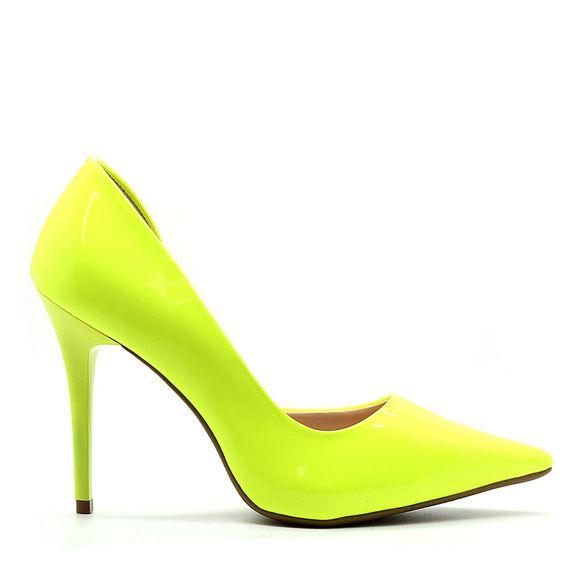 scarpin-royalz-verniz-neon-abertura-interna-salto-alto-fino-penelope-amarelo