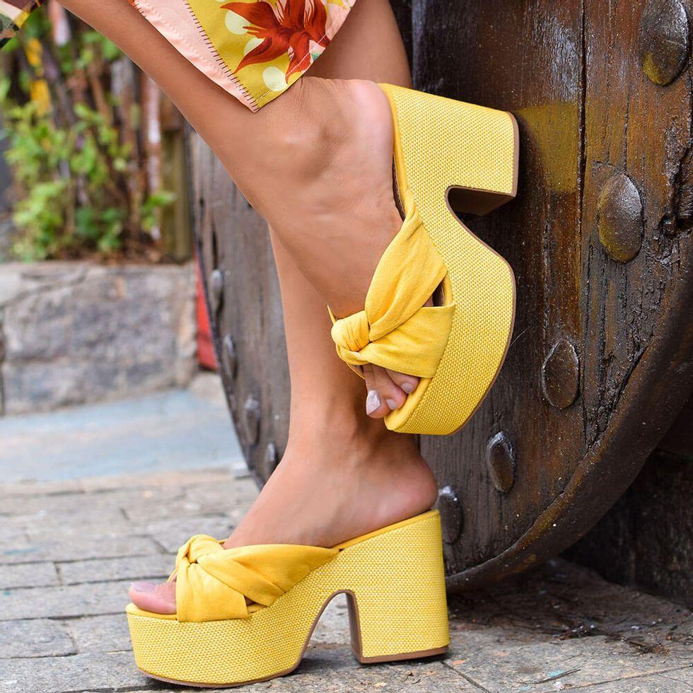 mule-royalz-suede-salto-grosso-plataforma-laura-no-amarelo-4