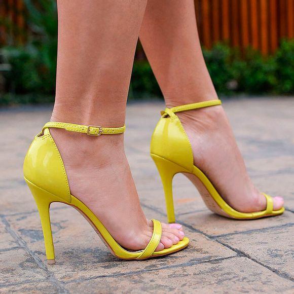 sandalia-royalz-verniz-paola-salto-alto-fino-tira-amarela