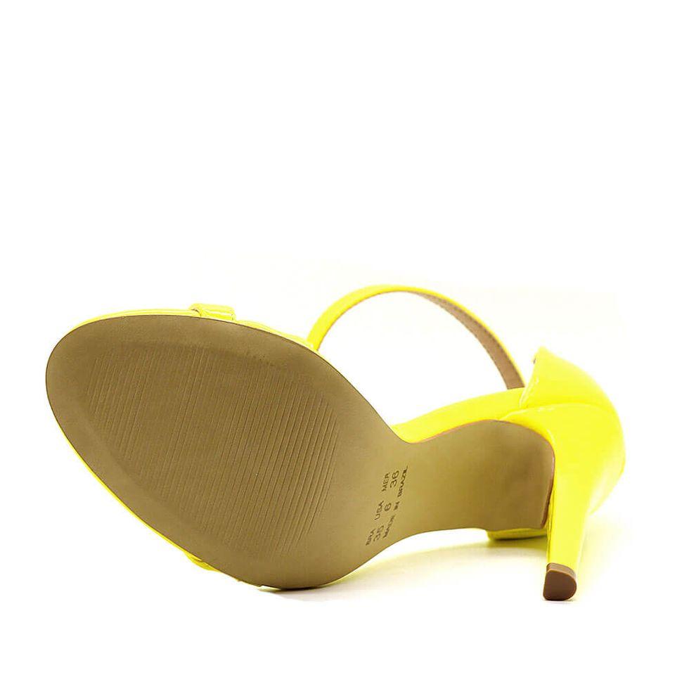 sandalia-royalz-verniz-paola-salto-alto-fino-tira-amarela-3
